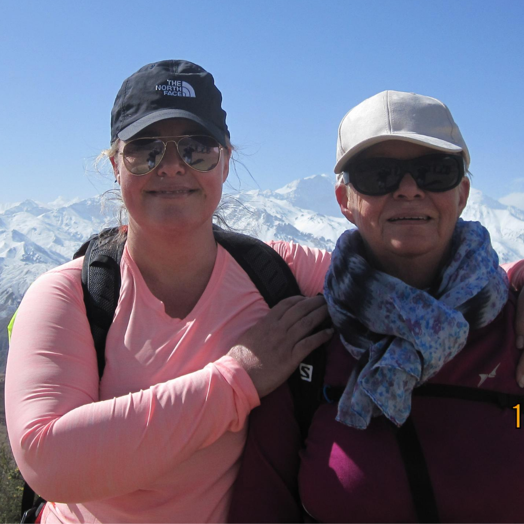 Rikke Kjelgaard and her mother in Nepal